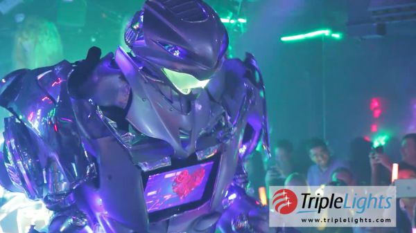 Japan Travel Tips – The Robot Restaurant in Shinjuku, Tokyo
