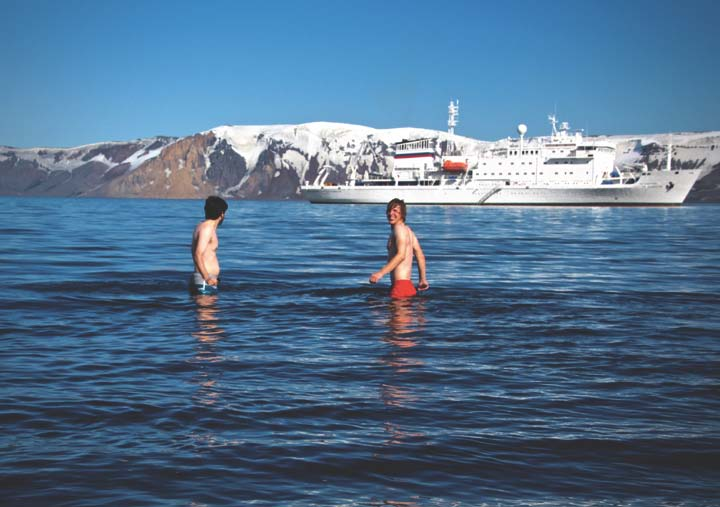 Lgbt top 5 reasons to visit antarctica now for Can you visit antarctica