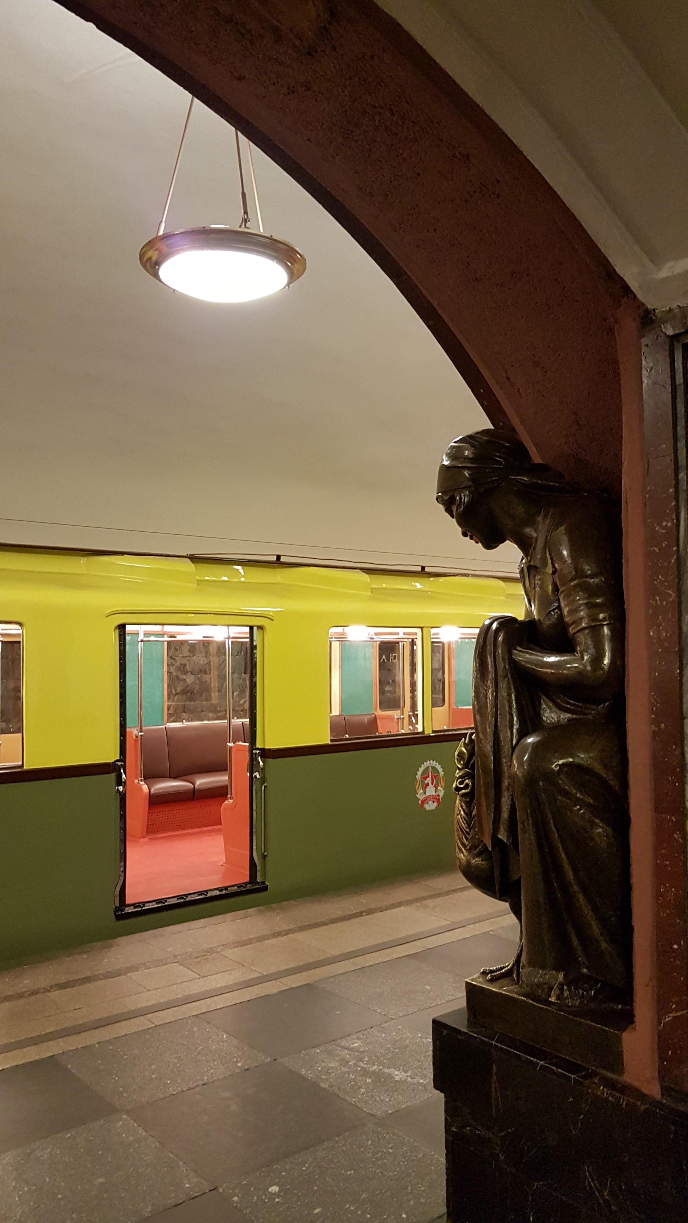 iconic metro stations Ploschad Revolutsii